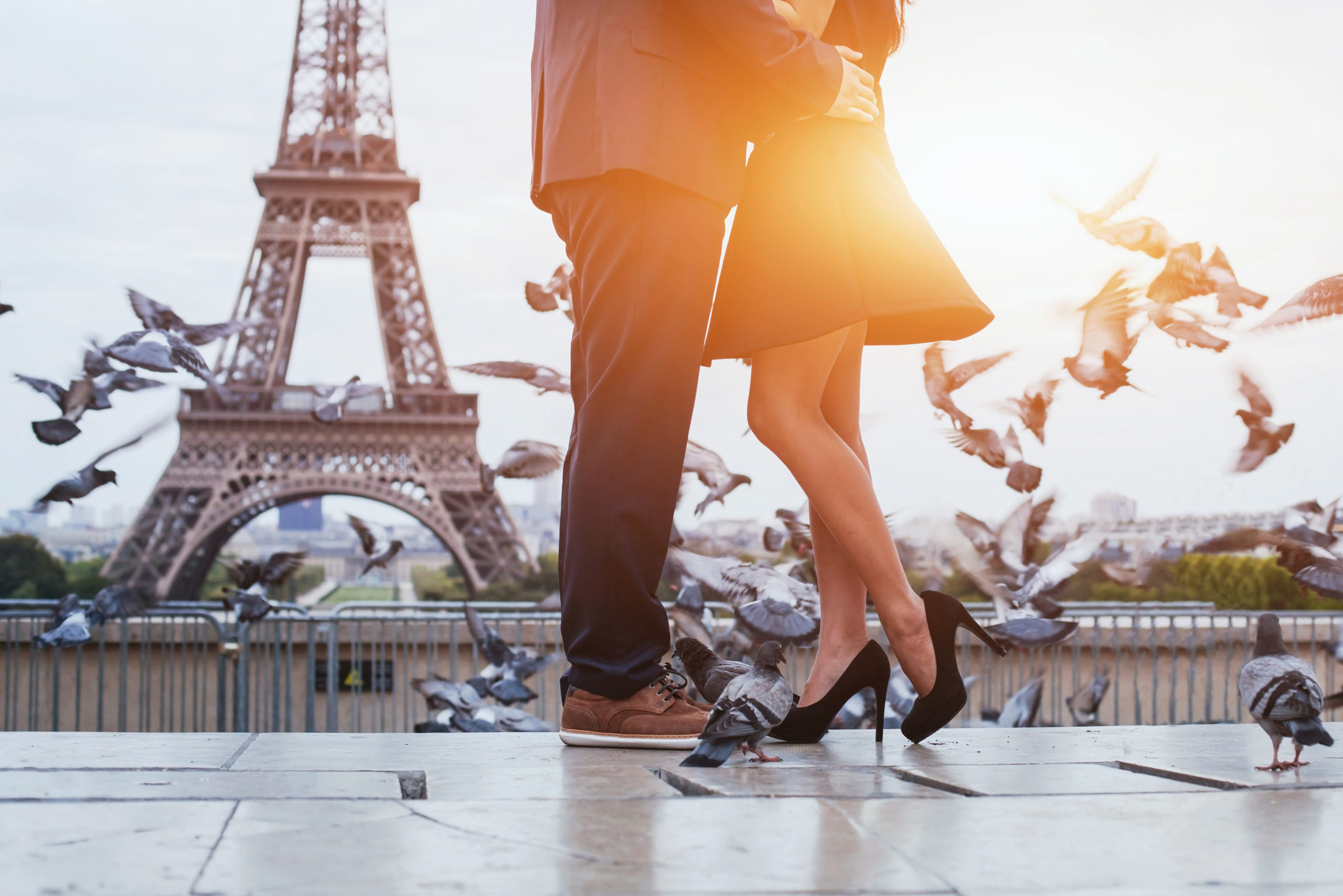 Image of romantic engagement in Paris with Mark's Diamonds